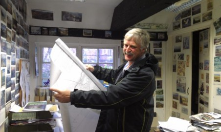 Nick Dewhirst Whitstable Beach Campaign visits office on 16 Nov 12 (2)